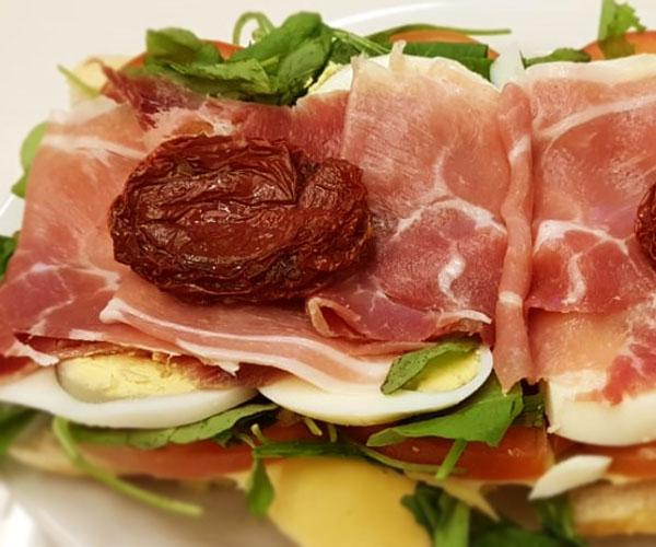 sandwich de jamon crudo